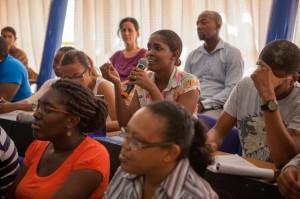 Een studente aan het woord. Bewustwording over de rechten van inheemse volken moet van kinds af al bijgebracht worden. Ook de schoolboeken die weinig of zelfs verkeerde informatie geven over de indianen in Suriname, moeten herzien worden.